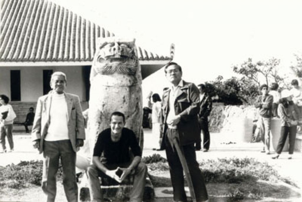 Charlie mit den Grossmeistern Matayoshi 10. Dan (rechts) und Sato 10. Dan (links)