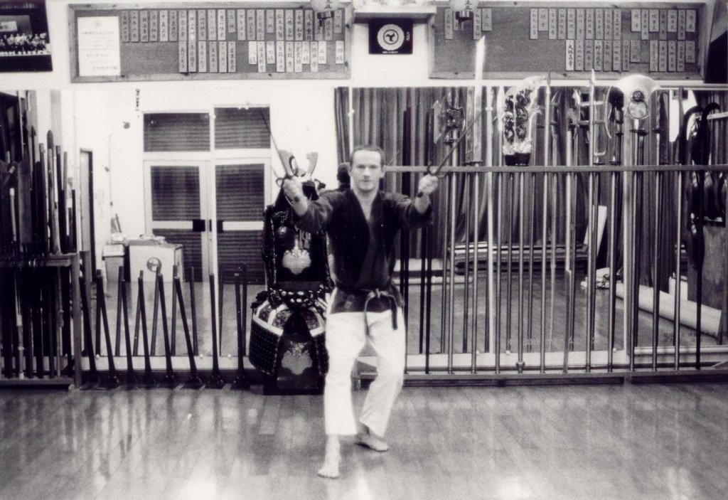 Übung mit Sai im Honbu Dojo